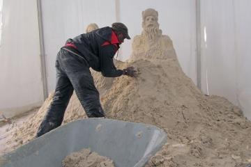Pascal sculptant pour la ville de Bordeaux